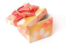 Contenitore di regalo con l'arco rosso Immagini Stock