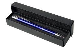 Contenitore di regalo con la penna a sfera Fotografie Stock