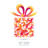 Contenitore di regalo con le farfalle, i cuori ed il nastro dell'arco Fotografia Stock