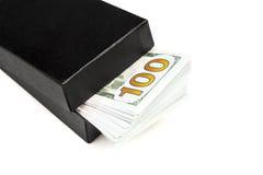 Contenitore di regalo con le fatture del dollaro Fotografie Stock