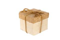 Contenitore di regalo d'annata su fondo bianco isolato Fotografie Stock Libere da Diritti