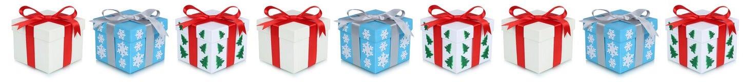 Contenitore di regalo dei regali di Natale presente in una fila isolata Fotografia Stock