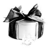 Contenitore di regalo del metallo con le decorazioni di natale Fotografia Stock Libera da Diritti