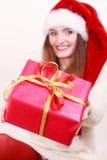 Contenitore di regalo della tenuta della donna Tempo di natale Immagine Stock Libera da Diritti