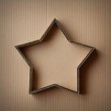 Contenitore di regalo di Natale sotto forma di una stella su un fondo del cartone Fotografie Stock Libere da Diritti