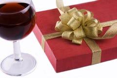 Contenitore di regalo e di vino Fotografia Stock Libera da Diritti