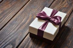 Contenitore di regalo elegante Fotografie Stock