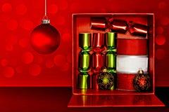 Contenitore di regalo, favori di partito, nastro, ornamento di natale Fotografie Stock Libere da Diritti