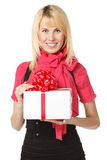Contenitore di regalo femminile della holding immagine stock libera da diritti