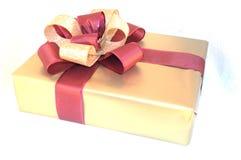 Contenitore di regalo isolato su bianco fotografia stock libera da diritti