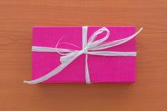 Contenitore di regalo lilla Fotografia Stock