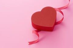 Contenitore di regalo per il giorno dei biglietti di S. Valentino immagini stock libere da diritti