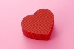 Contenitore di regalo per il giorno dei biglietti di S. Valentino fotografie stock