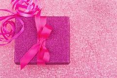Contenitore di regalo rosa Fotografie Stock
