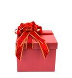 Contenitore di regalo rosso con il nastro del glod e di rosso Fotografie Stock Libere da Diritti