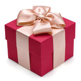 Contenitore di regalo rosso con il nastro dorato. Fotografie Stock Libere da Diritti