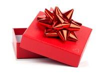 Contenitore di regalo rosso con l'arco Fotografia Stock Libera da Diritti