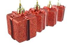 Contenitore di regalo rosso d'attaccatura fotografie stock libere da diritti