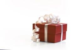 Contenitore di regalo rosso del presente di valentin Fotografia Stock