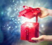 Contenitore di regalo rosso della festa Immagine Stock Libera da Diritti