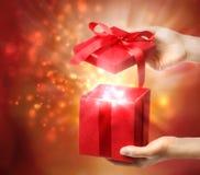Contenitore di regalo rosso della festa Fotografia Stock Libera da Diritti