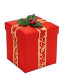 Contenitore di regalo rosso di natale con il nastro dell'oro Fotografia Stock Libera da Diritti