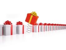 Contenitore di regalo rosso differente sulla sorgente Fotografie Stock