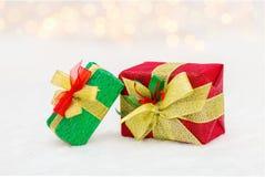 Contenitore di regalo rosso e verde di Natale Fotografia Stock