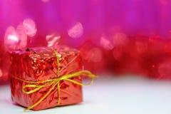 Contenitore di regalo rosso per la decorazione del nuovo anno e di Natale Fotografia Stock