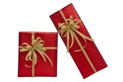 Contenitore di regalo rosso sopra i precedenti bianchi Immagine Stock