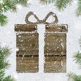 Contenitore di regalo su neve Fotografie Stock