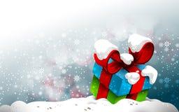 Contenitore di regalo sveglio nella neve Fotografia Stock Libera da Diritti
