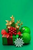 Contenitore di regalo verde di natale Immagini Stock Libere da Diritti