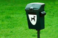 Contenitore di rifiuti del cane Immagini Stock Libere da Diritti