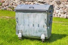 Contenitore di rifiuti di alluminio immagine stock