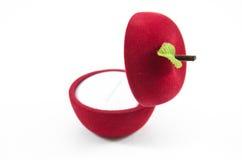 Contenitore di seta di velluto rosso per l'impegno Fotografia Stock