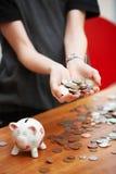 Contenitore di soldi del briciolo della ragazza Fotografia Stock