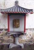 Contenitore di telefono pubblico nello stile cinese. Fotografie Stock Libere da Diritti