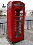 Contenitore di telefono rosso Immagini Stock