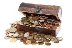 Contenitore di tesoro con le monete Fotografie Stock Libere da Diritti