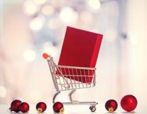 Contenitore e carrello di regalo di Natale Immagine Stock