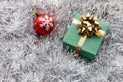 Contenitore e decorazione di regalo di Natale Fotografia Stock Libera da Diritti