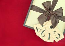 Contenitore ed etichette di regalo con il nuovo anno 2015 Fotografie Stock Libere da Diritti