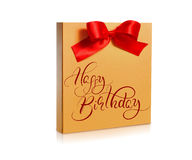Contenitore festivo di oro con un arco rosso sul buon compleanno bianco del testo e del fondo Iscrizione di calligrafia Immagine Stock Libera da Diritti