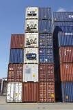 Contenitore - mucchio dei contenitori e dei contenitori refrigerati Immagini Stock Libere da Diritti