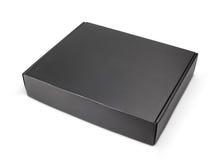 Contenitore nero in bianco chiuso di cartone su bianco Fotografia Stock Libera da Diritti