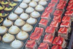 Contenitore per esposizione delle pasticcerie Fotografie Stock