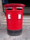 Contenitore reale rosso di posta della posta Fotografie Stock Libere da Diritti