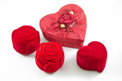 Contenitore rosa di seta rossa del velluto per l'impegno Immagine Stock