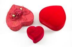 Contenitore rosa di seta rossa del velluto per l'impegno Fotografie Stock Libere da Diritti
